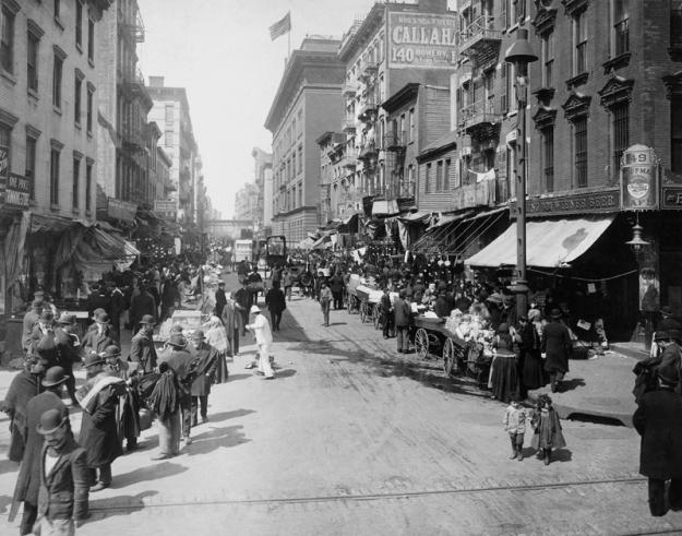 Street scene, Lower East Side, New York, ca. 1910.