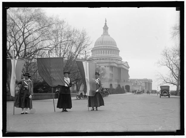 Suffragists picketing the Capitol, 1918.
