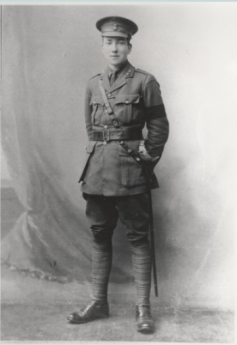 Photo portrait of poet Robert Graves in military uniform, 1914