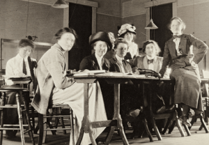 Photograph of women in Radcliffe physics class, 1912.