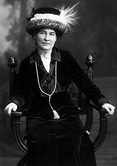 Photo portrait of Willa Cather, 1918