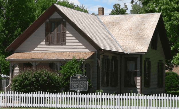 Photograph of Willa Cather's family home in Red Cloud, Nebraska.